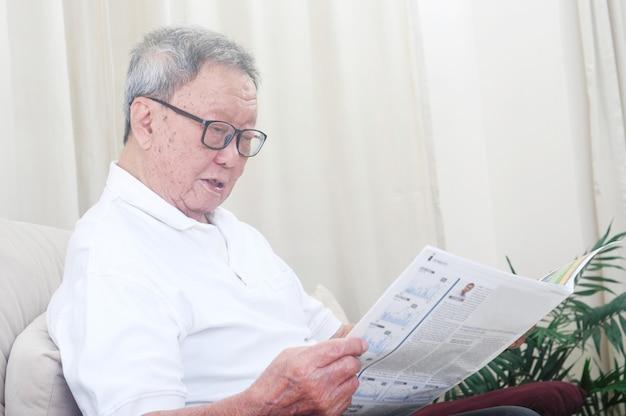 Uomo anziano asiatico