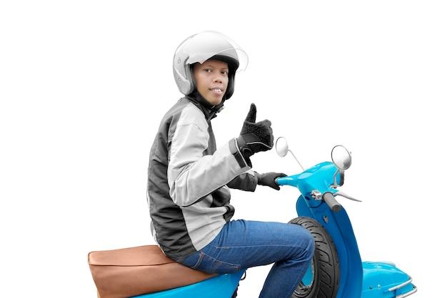 Uomo asiatico del taxi del motociclo con la sua motocicletta che mostra i pollici su