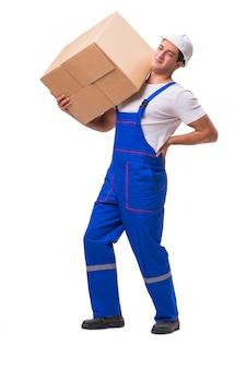 Uomo che consegna scatola isolata su bianco