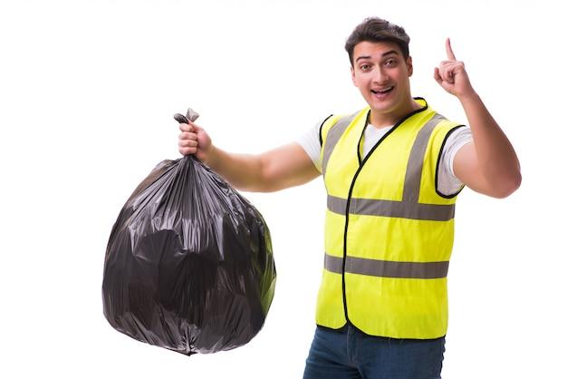 Uomo con il sacco di immondizia isolato