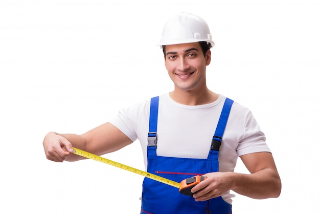 Uomo con la misura di nastro isolata su bianco