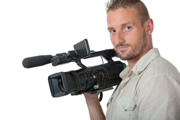 Uomo con la videocamera portatile professionale isolata su bianco