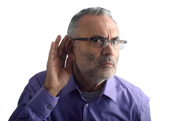 Uomo con sordità