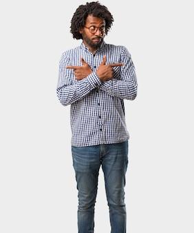 Uomo confuso e dubbioso dell'uomo afroamericano bello di affari