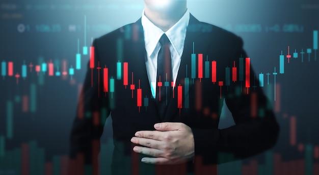 Uomo d'affari a doppia esposizione e grafico a linee. grafico grafico dei prezzi e negoziazione online di azioni indicatrici