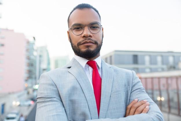 Uomo d'affari afroamericano serio