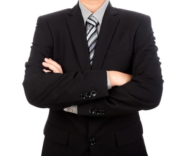 Uomo d'affari alla moda con le braccia incrociate