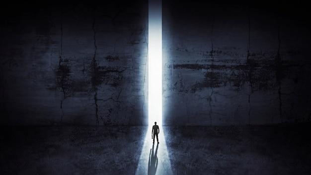 Uomo d'affari che guarda dall'apertura astratta in parete con luce del giorno luminosa