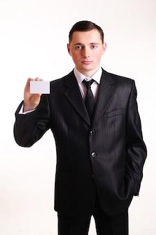 Uomo d'affari che mostra il suo biglietto da visita.
