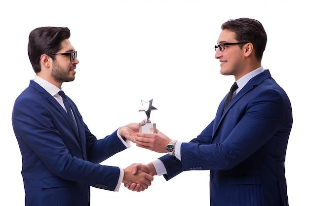 Uomo d'affari che riceve premio isolato