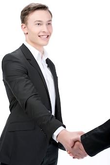 Uomo d'affari che stringe le mani isolate su bianco.