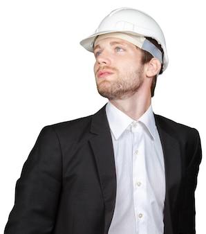 Uomo d'affari che tiene elmetto protettivo bianco