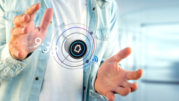 Uomo d'affari che tiene un bottone di un'applicazione di automazione della casa astuta, rappresentazione 3d