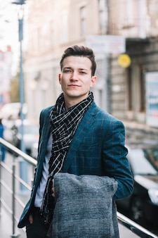 Uomo d'affari con la giacca
