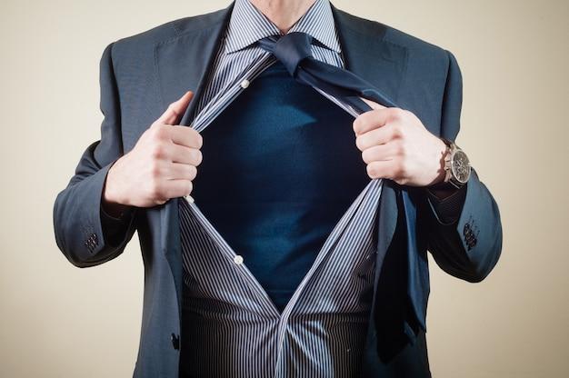 Uomo d'affari del supereroe