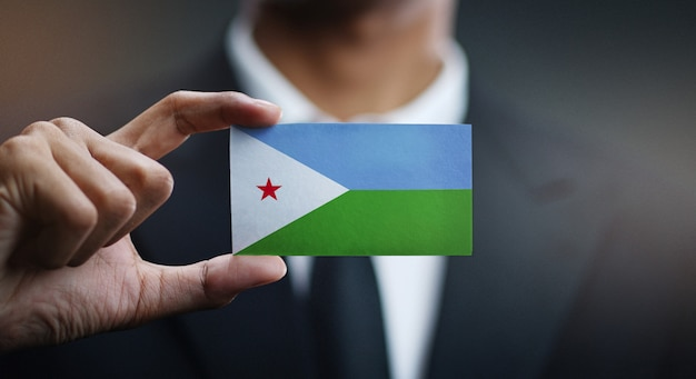 Uomo d'affari holding card della bandiera di gibuti