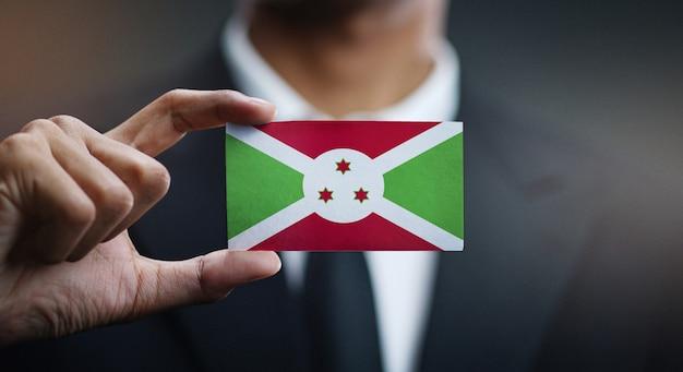 Uomo d'affari holding card of burundi flag