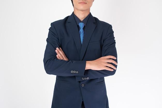 Uomo d'affari intelligente su sfondo bianco