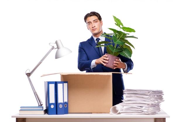 Uomo d'affari licenziato licenziato dopo il licenziamento