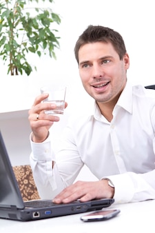 Uomo d'affari nel suo ufficio