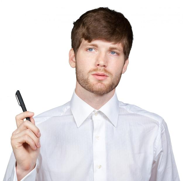 Uomo d'affari o insegnante attraente con l'indicatore che scrive o che disegna qualcosa