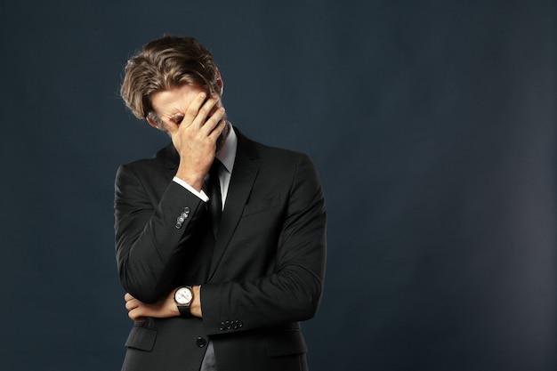 Uomo d'affari stanco