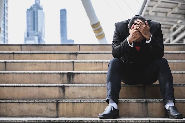 Uomo d'affari stressato