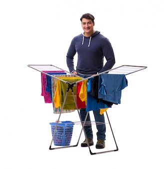 Uomo del marito che fa lavanderia isolata