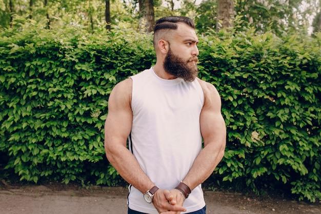 Uomo del muscolo athleete