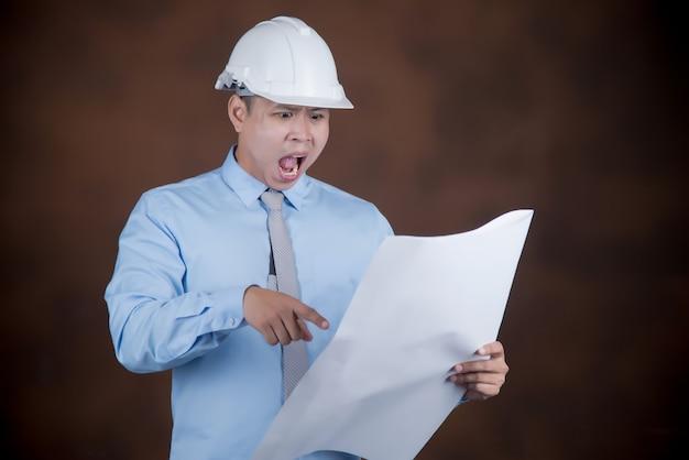 Uomo dell'ingegnere, concetto del muratore