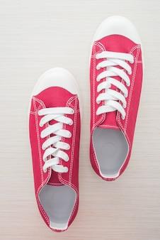 Uomo delle scarpe rosse