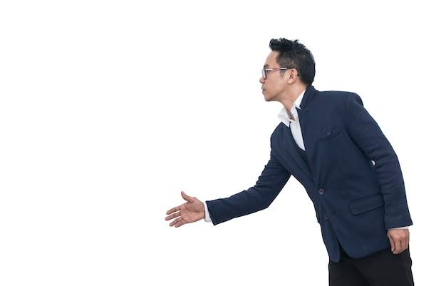 Uomo di affari che estende la mano per agitare