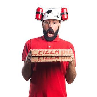 Uomo di consegna pizza facendo gesto di sorpresa