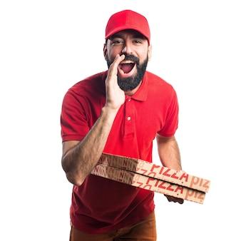 Uomo di consegna pizza gridando