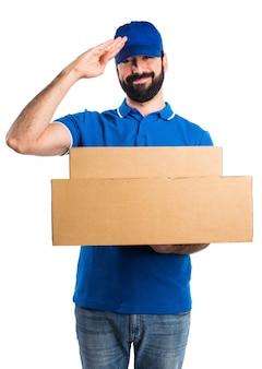 Uomo di consegna saluto