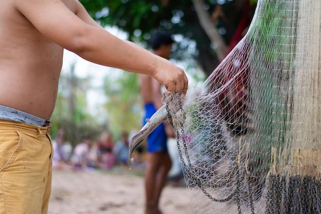 Uomo di fisher con rete da pesca
