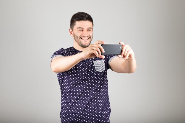 Uomo di scattare una foto
