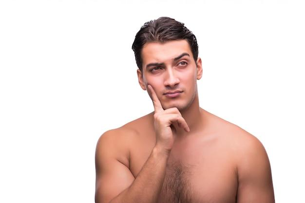 Uomo divertente dopo la doccia isolata su bianco