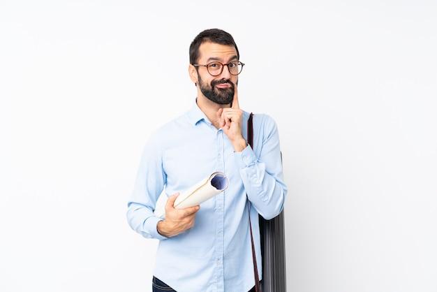 Uomo giovane architetto con la barba che sembra anteriore