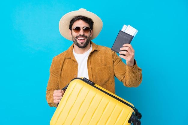 Uomo giovane viaggiatore