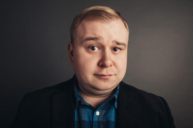 Uomo grasso caucasico