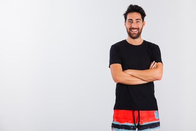 Uomo in abbigliamento da beachwear