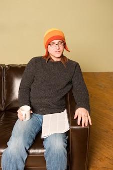 Uomo in inverno cappello interno