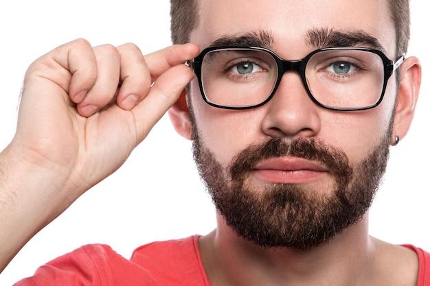 Uomo in occhiali