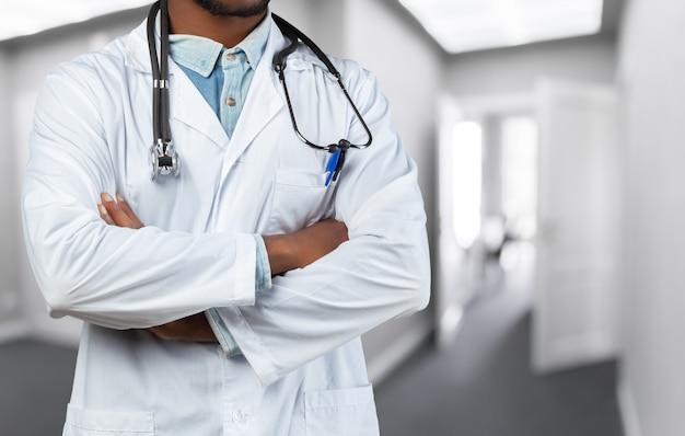 Uomo medico nero afro-americano
