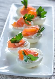 Uova alla diavola di crema di salmone