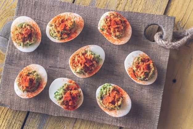 Uova alla diavola guacamole e pancetta