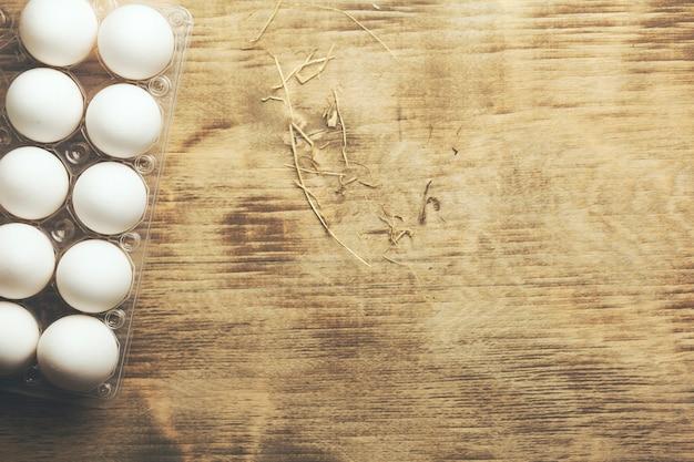 Uova biologiche sul tavolo