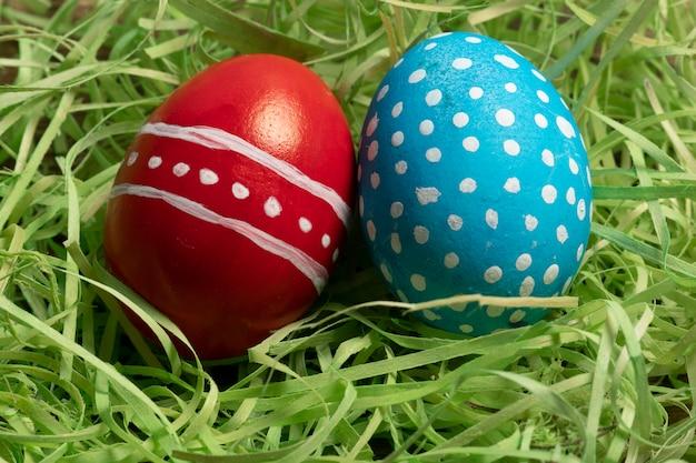 Uova colorate che simboleggiano la pasqua