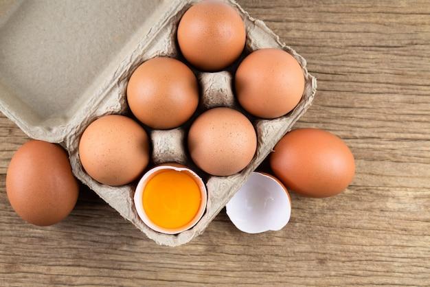 Uova di gallina crude